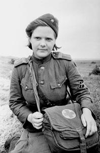 Санитарка во время войны